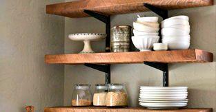 Деревянная полка для кухонной утвари